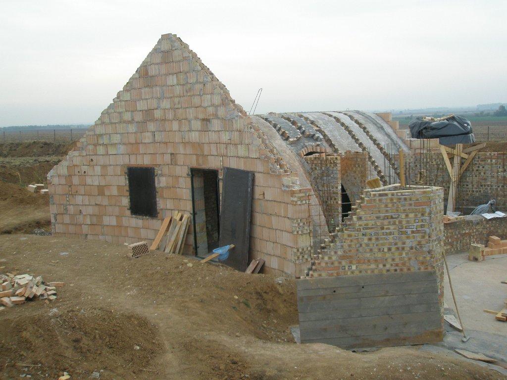 Dombház építés közben - Hegedűs Zsolt terve