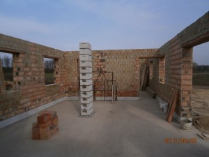 Itt még csak a falak állnak 2014-04-02